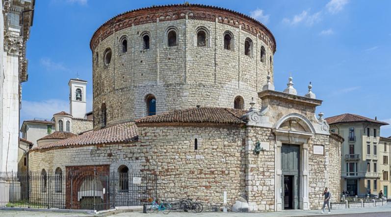 800px-Duomo_vecchio_facciata_Brescia
